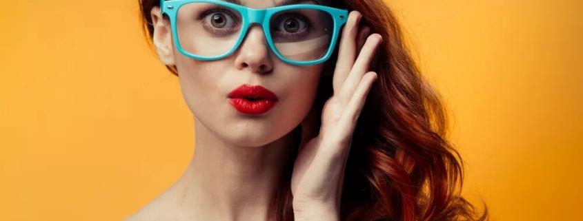 maquillarte llevando gafas